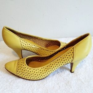 Vintage yellow leather pumps mid heel laser cut
